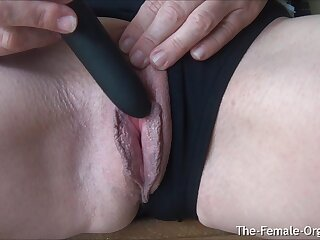 Grown-up MILFs Juicy Pussy increased by Clit Hopping Orgasm Closeup