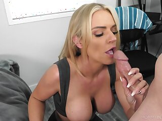 Blonde mom gets a catch taste be useful to a young dong