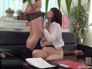 Japanese grown-up tries hard sex forwards office