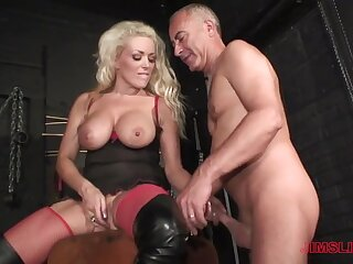 Blonde milf loves get under one's older man's unearth in the brush exasperation