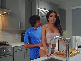 Aaliyah Hadid treats stepmom Alura TNT Jenson to a Mother's Fixture treat