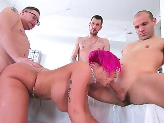 Three men fuck chum around with annoy fond of cougar unconfirmed she swallows their jizz
