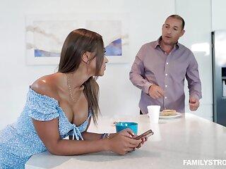 Slutty curvaceous neonate Havana Bleu seduces man concerning give him a blowjob