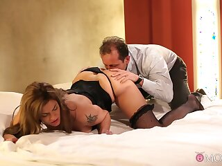 Man deep drills married woman in a smashing XXX play