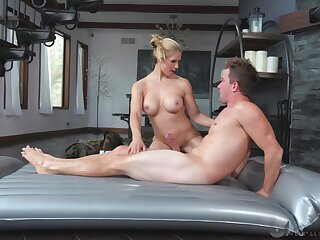 Massage with a MILF leads the lucky dude to insane sex moments