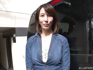 Asian MILF Sawamura Reiko spreads her legs to outing a dick