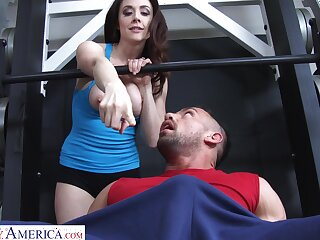 Hardcore fucking in the gym forth busty mature client Chanel Preston